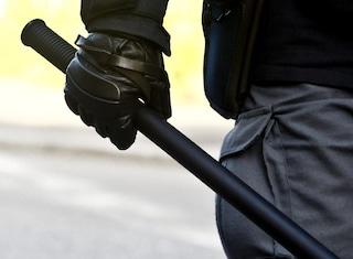Lite in condominio, 55enne prende a manganellate il suo 'nemico da una vita'