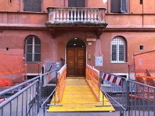 """Voragine Colosseo, tornano a casa residenti palazzo evacuato. Raggi: """"Finiremo lavori in un mese"""""""