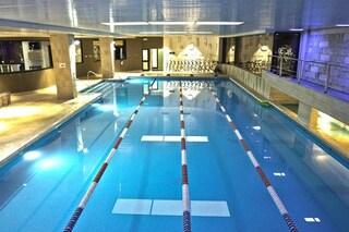 Roma, 45enne si tuffa nella piscina del Somalia Sport Club e muore