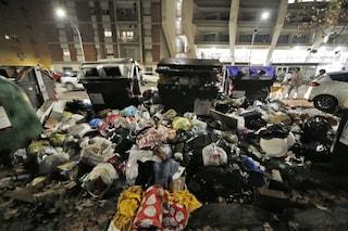 Rifiuti, per Ama e M5s la raccolta durante le feste è un successo: ma strade sono piene d'immondizia