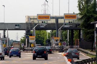 Si accodava alle auto con Telepass per entrare in autostrada: truffa da oltre 10mila euro