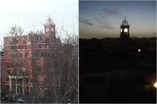 Garbatella, si riaccende l'orologio dell'Albergo Rosso, simbolo del quartiere che compie 100 anni