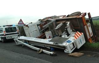Incidente stradale in via Braccianese, mezzo pesante ribaltato: traffico e code