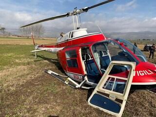 Frosinone, precipita elicottero dei vigili del fuoco: costretto ad atterraggio d'emergenza