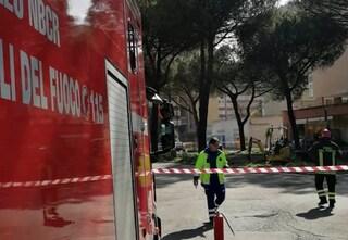 Laurentino, si rompe conduttura del gas: strada chiusa, tecnici e vigili del fuoco a lavoro