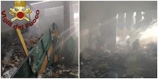 """Incendio cartiera a Pomezia, vigili del fuoco ancora a lavoro: """"Rogo partito da un compattatore"""""""