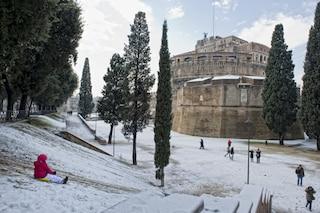 Oggi a Roma fanno venti gradi, otto anni fa la città si svegliava sotto la neve