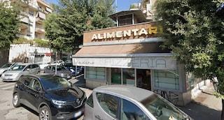 Montesacro: al posto dello storico alimentari apre un McDonald's? Residenti sul piede di guerra