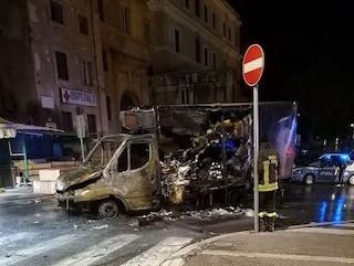 """Tivoli, camion del latte a fuoco di fronte l'ospedale: """"Svegliati dal boato di un'esplosione"""""""