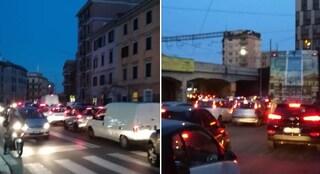 Traffico in tilt al Pigneto dopo l'inizio dei lavori: mezz'ora per percorrere Ponte Casilino