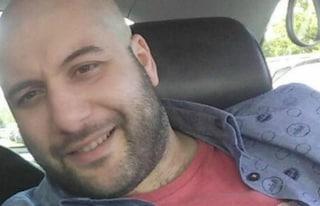 """Il papà di Emanuele, morto di coronavirus a 34 anni: """"Suo ultimo messaggio è stato: 'Ho paura'"""""""