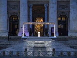 La preghiera urbi et orbi di Papa Francesco in piazza San Pietro