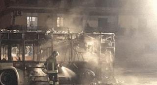 Ostia, bus Atac in fiamme nella notte: è il quinto in due settimane