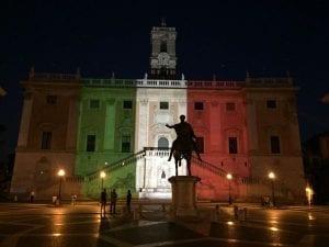 Campidoglio illuminato con il tricolore