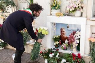 Coronavirus: cimiteri chiusi, il sindaco di Cerveteri porta i fiori sulla tomba di Marco Vannini
