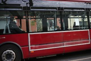 """C'è chi aggira le regole spostandosi sui mezzi pubblici. Raggi: """"Controlli anche ai capolinea"""""""