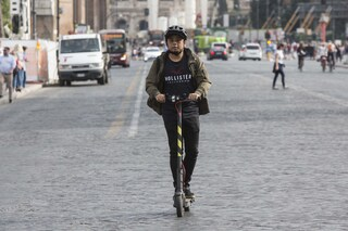 Monopattini elettrici, a Roma crescono gli incidenti e Londra li vieta sulle strade pubbliche