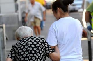 Anziana uccisa in casa dalla sua badante dopo ore di vera e propria tortura