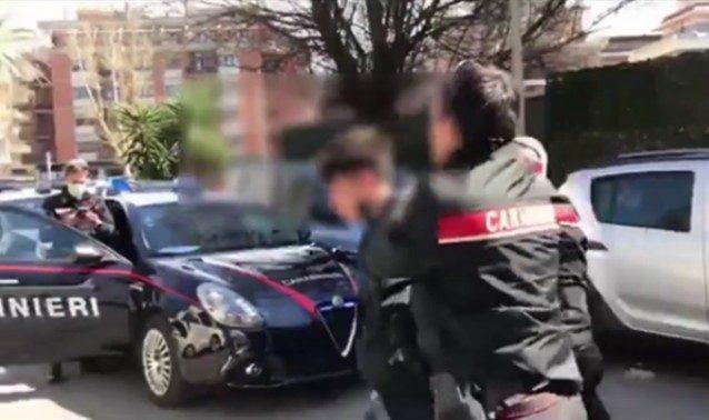 Uno dei tre rapinatori arrestati ad Ostia