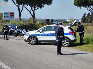 Solo ieri più di 14mila automobili controllate a Roma dai vigili: 16 le denunce