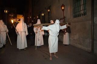 Dalla Via Crucis di Orte alla Crocefissione sul Castello: le processioni del Venerdì Santo annullate