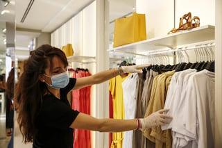 Roma, aperture dei negozi a scaglioni fino al 31 gennaio: Raggi proroga l'ordinanza