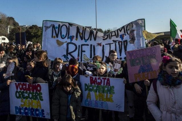 Manifestazione a Monte Carnevale contro la discarica
