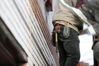 Roma, operaio va in commissariato per lavori edili: agenti scoprono che è ricercato e lo arrestano