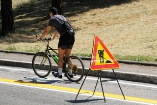 Roma, scontro tra biciclette sulla pista ciclabile: un morto