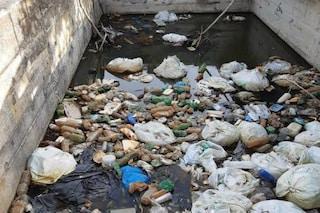 """A Roma Est la raccolta dei rifiuti è ferma, gli operatori: """"Senza mascherine non possiamo lavorare"""""""