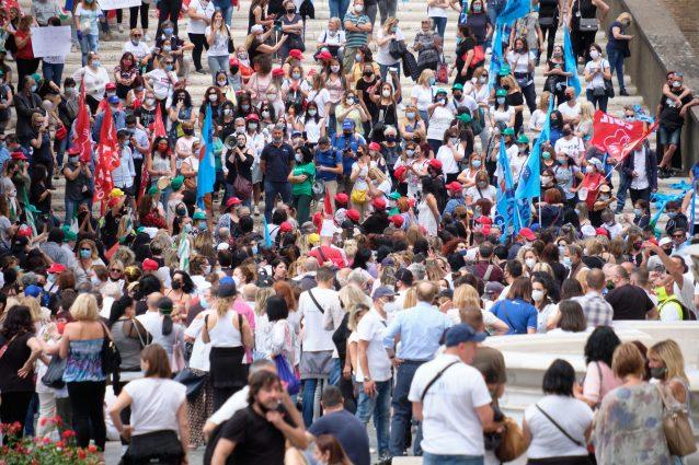 La protesta dei lavoratori di Roma Multiservizi