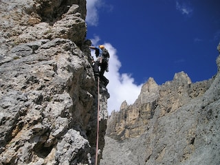 Masso si stacca dalla montagna e investe scalatore: 46enne precipita nel vuoto
