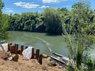 Roma, montate barriere antiplastica nel fiume Aniene: nel Tevere raccolti già 580 chili di bottiglie