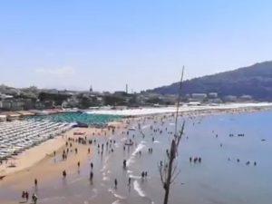 Fotogramma video Facebook realizzato ieri, 28 giugno, sulla spiaggia di Serapo a Gaeta