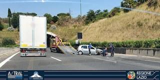 Incidente sul Grande Raccordo Anulare, auto si ribalta: due feriti, traffico e code