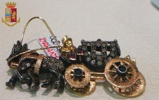 Badante approfitta del lockdown per rubare gioielli di un'anziana e rivenderli: denunciata