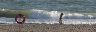 Carabiniere libero dal servizio si tuffa in mare e salva la vita a 57enne che rischia di annegare