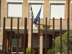 L'ingresso della Liceo Sandro Pertini di Pomezia oggi