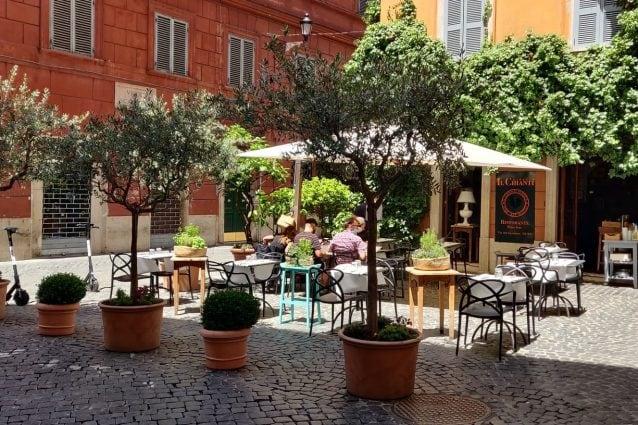 Tavolini all'aperto a Roma