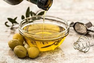 Olio extravergine di oliva: come si fa, proprietà e benefici