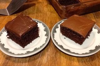 Torta cocco e cacao: la ricetta per farla morbida con glassa