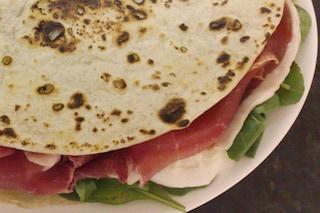 Piadina romagnola: la ricetta per preparare la piadina, consigli e trucchi