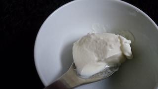 Yogurt greco fatto in casa: come prepararlo passo passo