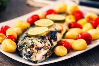 Branzino al forno con patate: la ricetta semplice di un secondo gustoso