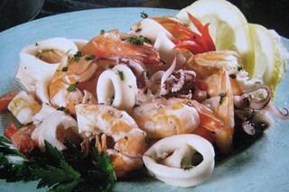 Insalata di mare: la ricetta e i consigli per condirla