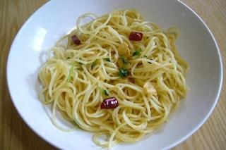 Spaghetti aglio, olio e peperoncino: la ricetta originale e le varianti