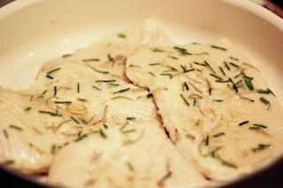 Scaloppine di tacchino alla crema di cipolle: ricetta light per tutti