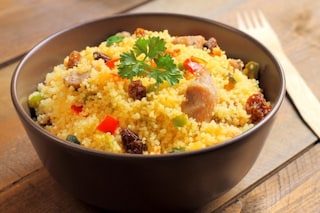 Cous cous di pollo e verdure: la ricetta esotica dell'estate