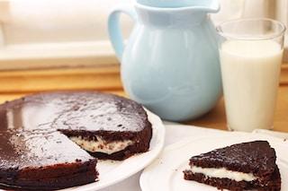 Torta Kinder Delice: la ricetta della torta farcita con panna e nutella
