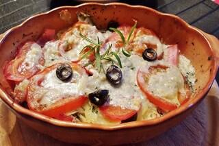 Pomodori gratinati: ricetta al forno e in padella